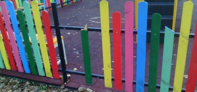 Как една детска площадка, съградена с много труд,  може да бъде разрушена за минути!!!