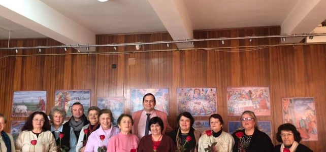 """Дамите от вокална група """"Танго"""" празнуваха по сучай Коледа, като се събраха в малкия салон на НЧ""""Иван Вазов-1947"""" и попяха на своите гости"""