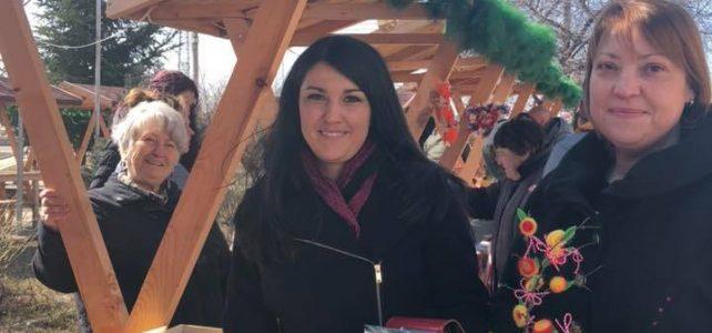 Традиционният мартенски базар в момента се провежда пред общинска администрация- Костинброд