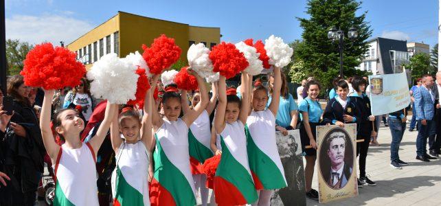 За трета поредна година в община Костинброд се състоя шествие и концерт по случай 24-ти май – Денят на българската просвета и култура, и на славянската писменост!
