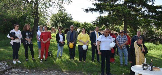 На 18.05.2019г. в с.Петърч, община Костинброд бе направена символична първа копка на парк в селото
