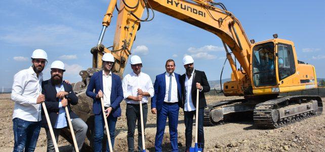 """Първа копка на нов логистичен център на """"Санитекс Пейпър Продуктс"""" ООД и партньори, в град Костинброд"""