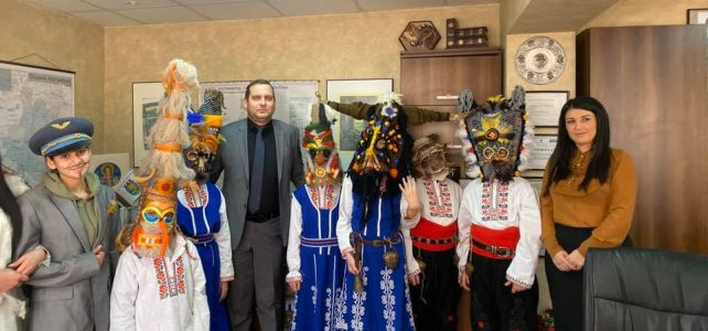 Днес костинбродски кукери посетиха община Костинброд