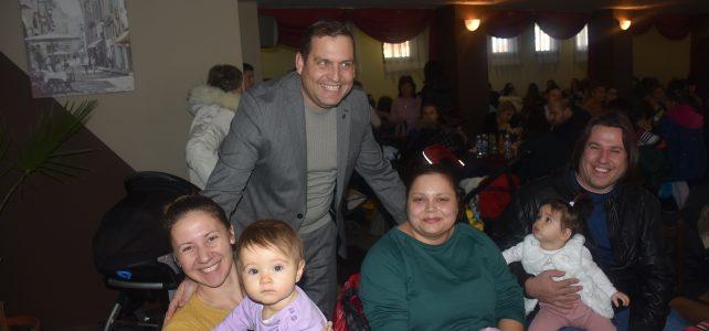 Община Костинброд продължава традицията на връчване на подаръци за децата родени през предходната  година