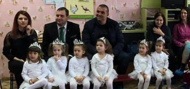 """Чудно тържество подариха на своите гости и любимите си учителки децата на г-жа Весела Манова в детска градина """"Виолина"""", село Петърч"""