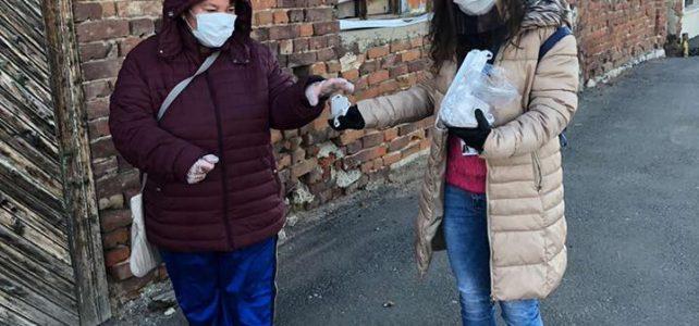 """Община Костинброд предоставя маски за многократна употреба на пенсионерите при получаване на пенсиите във всички клонове на """"Български пощи"""" в община Костинброд"""