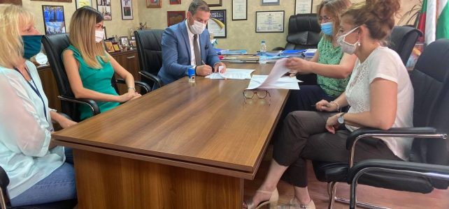 Подписване на договор