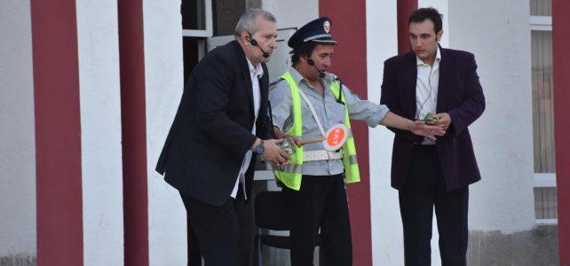 """Жителите на град Костинброд се забавляваха на комедийната постановка """"Извънредно положение"""", представена ни от Видинския драматичен театър """"Вида"""""""