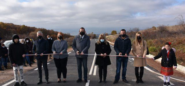 Откри се реновирана пътна отсечка от село Градец посока село Царичина, с дължина на участъка 2,064 км.