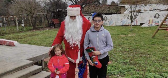 През втория коледен ден, 26 декември, Дядо Коледа посети децата от село Опицвет!