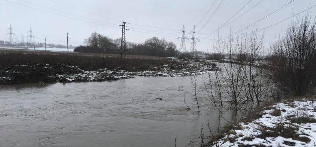 Придошлата река в град Костинброд се оттича. Критично остава положението в село Петърч при река Блато!