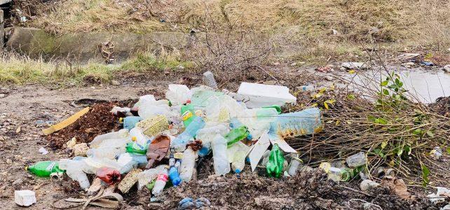 """Само преди един ден река Блато беше излязла от коритото си при квартал """"Шияковци""""! Днес на същото място има нерегламентиран изхвърлен битов отпадък!"""