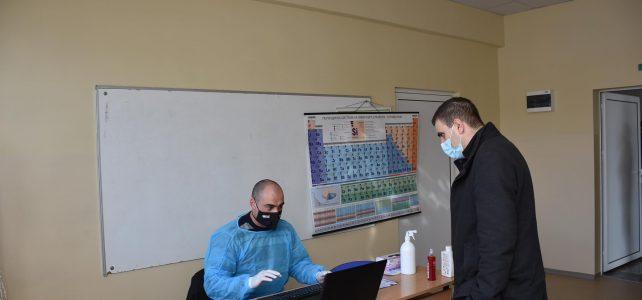Започна масово тестване на учителите в цялата страна с антигенни тестове за коронавирус
