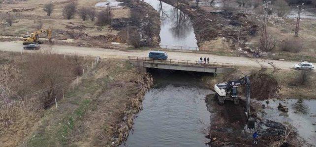 Продължава чистенето на реките в град Костинброд!