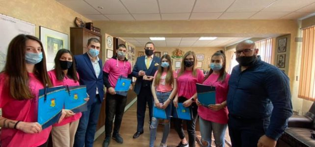 Всяка година в последната сряда на февруари отбелязваме международния Ден за борба с училищния тормоз- Ден на розовата фланелка!