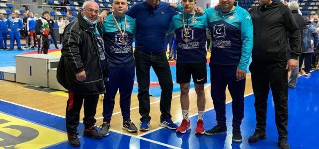 """С два бронзови медала се завърнаха кадетите на """"Белица- Костинброд"""" от държавното първенство по класическа борба, състояло се на 20 и 21 март в град Самоков"""