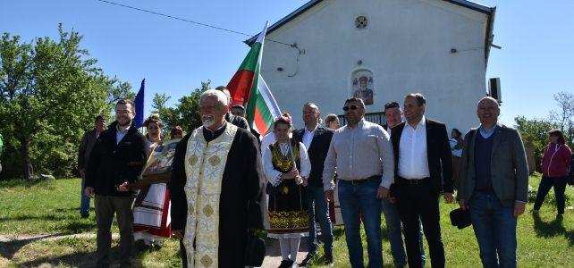 """9 май се отбеляза в село Драговищица с литийно шествие до храм """"Св. Николай Мирликийски"""" и поднасяне на венци пред мемориалния комплекс, посветен на загиналите във войните за Национално освобождение и обединение на България"""