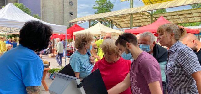 Днес на общинския кооперативен пазар в град Костинброд се проведе демонстрационно пробно гласуване с машина, организирано от Районна избирателна комисия 26- Район Софийски
