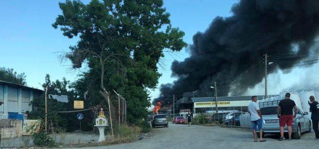 ВАЖНО❗️❗️❗️ На територията на град Костинброд възникна пожар в склад за матраци