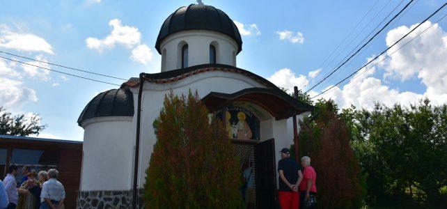 """Днес, 4 юли, по случай храмовия празник на параклиса """"Св.Св. Петър и Павел"""" в село Царичина се раздаде курбан за здраве и благополучие"""