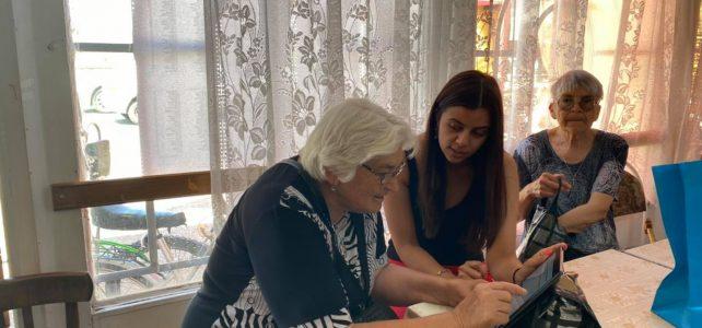 Продължават посещенията от кампанията на община Костинброд за обучения на граждани на симулатор за гласуване