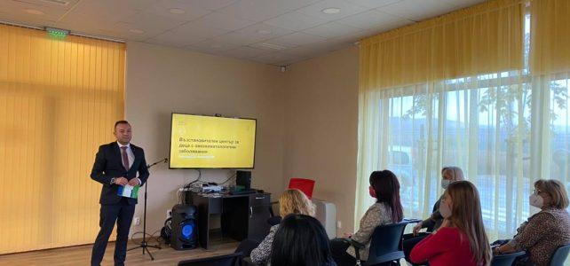 """Днес, 14 октомври, от 10.30 часа в административната сграда на Възстановителния център за деца с онкохематологични заболявания, село Опицвет, се проведе втората пресконференция в изпълнение на проект BGLD-1.004-0001 """"Възстановителен център за деца с онкохематологични заболявания"""", изпълняван от Община Костинброд по договор за безвъзмездна финансова помощ № BGLD-1.004-0001-C01, по Програма """"Местно развитие, намаляване на бедността и подобрено включване на уязвими групи"""", финансирана от Финансовия механизъм на Европейското икономическо пространство 2014-2021 г."""